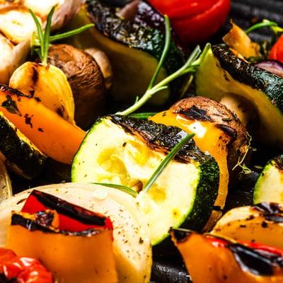 Grillezett zöldségnyárs